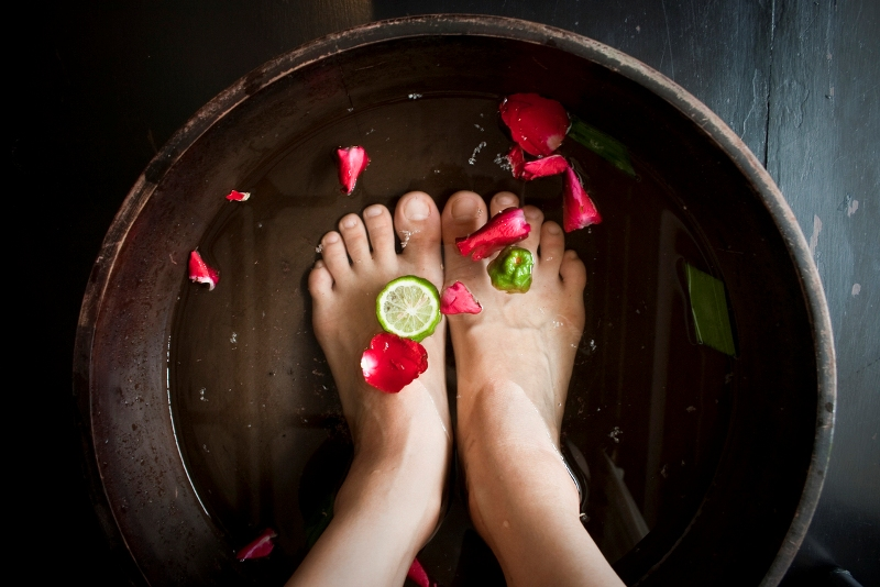 woman-soaking-feet-at-spa-1412664-1279x852