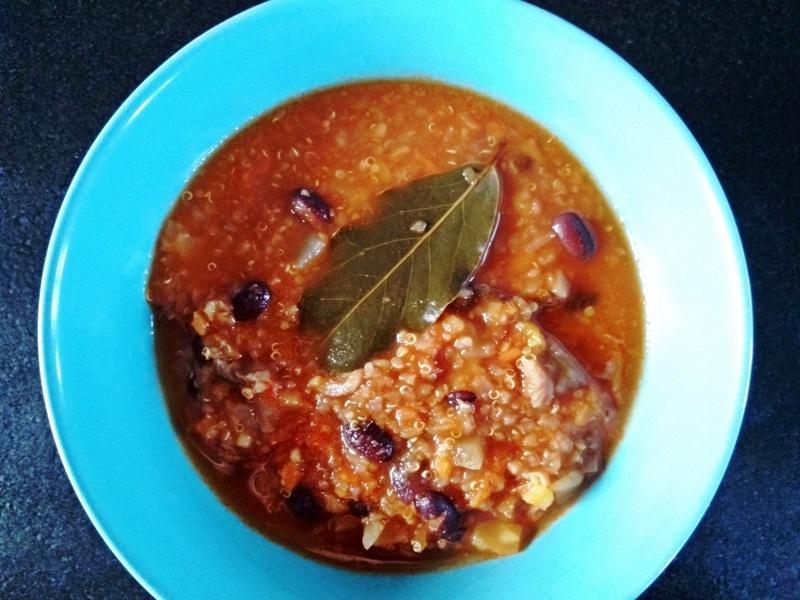 Zdrowa zupa z pieczonymi boczniakami i komosą ryżową