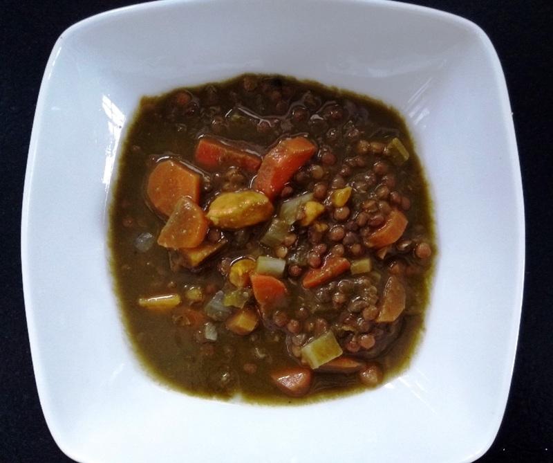 Sycąca, smaczna i pożywna szpinakowa z brązową soczewicą - gotowe danie